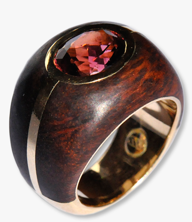 Yellow gold, snake wood & red-brown tourmaline T.A.C. ring | Statement Jewels